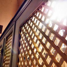 Wunderschöner Lichteinfall in einer Waldenserkirche in Hessen   #hessentourismus, #expeditionhessen  #hugenottenwaldenserpfad #culturalroutes