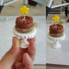 Made little cake♡♡ ♡♡♡ http://www.youtube.com/user/TheCLAYROOM #miniature #polymerclay #food #fimo #clay #미니어쳐 #폴리머클레이 #miniaturefood #hellokitty #헬로키티 #miniaturebowls #fakesweets #airdryclay #clay #dollhouse #handmade #핸드메이드 #이브미니어쳐 #인형의집 #돌하우스 #icecream #miniatureplates #케이크 #cake