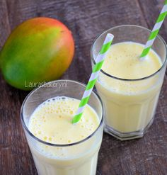 Delicious Mango Milkshake (in Dutch) Refreshing Drinks, Fun Drinks, Mango Milkshake, Milkshakes, Cocktail Recipes, Smoothie Recipes, Nutella, Lemonade, Glass Of Milk