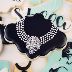 Our Eva Plaque looking so glam! Check out to see the rest of this gorgeous Tiffany's set! No Bake Sugar Cookies, Mother's Day Cookies, Cookie Designs, Cookie Ideas, Cupcakes, Cookie Decorating, Decorating Cakes, Decorating Ideas, Just Cakes