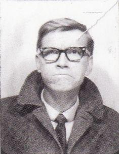 """Juha Harri """"Junnu"""" Vainio eli Juha """"Watt"""" Vainio (10. toukokuuta 1938 Kotka – 29. lokakuuta 1990 Gryon, Sveitsi oli suomalainen laulaja-lauluntekijä, iskelmäsanoittaja sekä kansakoulunopettaja. Hän ehti tehdä 2 433 sanoitusta tai sävellystä ja levytti itse 245 laulua, ja häntä pidetäänkin viihdemusiikin monitoimimiehenä ja yhtenä Suomen tuotteliaimmista sanoittajista Reino Helismaan ja Vexi Salmen ohella. Kuva vuodelta 1965. Finland, Music, Historia, Musica, Musik, Muziek, Music Activities, Songs"""