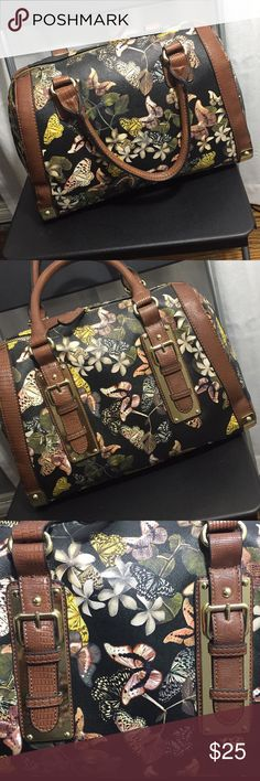 ALDO 👜 ❗️NEW❗️✅ Beautiful floral and butterfly print!!! new!!! It has like 2 scratches that you can see in the last pic! And a black line! But it came like that from the store ❤️ Aldo Bags Shoulder Bags