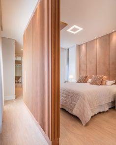 """ClaudiaCarvalhoArquitetura on Instagram: """"Dormitório aconchegante para o descanso do dia a dia ! Projeto @claudiacarvalhoarquitetura .Moveis @casimiro_planejados ##arquitetura…"""" Divider, Room, Instagram, Furniture, Home Decor, Snuggles, Draping, Bedrooms, Log Projects"""