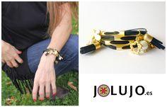 Pulsera caucho negra y dorado.  www.jolujo.es