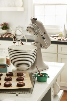 KitchenAid's Coming Out With Chic New Ways To Customize Your Stand Mixer – Pins Farmhouse Kitchen Cabinets, Modern Farmhouse Kitchens, Painting Kitchen Cabinets, Kitchen Cabinet Design, Kitchen Paint, Kitchen Backsplash, New Kitchen, Kitchen Modern, Kitchen Things