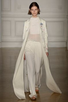 See the complete Valentino Spring 2017 Couture collection.