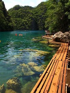 Photos Hub: Wooden path at Kayangan Lake, Coron Island, Philippines Oh The Places You'll Go, Places To Travel, Places To Visit, Travel Destinations, Dream Vacations, Vacation Spots, Coron Island, Trillium Lake, Wooden Walkways