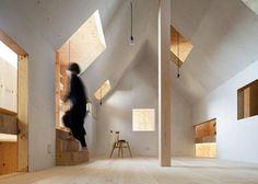 同樣由mA-style設計的「螞蟻屋(Ant-house)」位於靜岡,沒有明顯的隔間讓生活擁有更多互動與可能性;光線的應用依然令人感動且讚賞,在晴朗的夜晚甚至能被月光籠罩喔~ via mA-style architects
