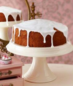 Das Rezept für Vanillerührkuchen mit Zuckerguss und weitere kostenlose Rezepte auf LECKER.de