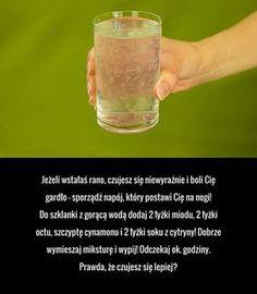 Jeżeli wstałaś rano, czujesz się niewyraźnie i boli Cię gardło - sporządź napój, który postawi Cię na nogi! Do szklanki ... Top 10 Healthy Foods, Healthy Drinks, Healthy Habits, Healthy Tips, Home Remedies, Natural Remedies, Sore Throat Remedies, Alternative Therapies, Smoothie Drinks