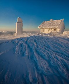 Winter Sunrise, Karkonosze Mountains, Poland Grateful I don't live there. Winter Wonderland, Magic Places, Winter Schnee, Tromso, Winter Beauty, Winter House, Morning Light, Winter Is Coming, Winter Snow