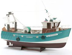 The Billing Boats 1/20 Boulogne Etaples wooden ship model measures 56cm long, 39cm high and 20cm wide. This wooden boat kit is highly realistic with many fine details.
