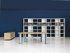 Bookcases with mm.18 thick back panel and structure, mm.25 shelves and mm.18 side panels and finishing top.