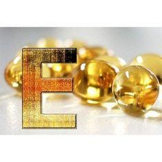 Кожа лица и витамин E: необыкновенный омолаживающий эффект    Как действует витамин E на кожу лица? Оказывается, через репродуктивную женскую систему! Попадая в организм в достаточном количестве, он активно стимулирует работу женских яичников, которые в результате вырабатывают эстрогены — гормоны, которые дарят женщине молодость и красоту. Так действует витамин, если его применяют внутрь. Если его использовать наружно, результат будет не менее результативным: проникая в клетки кожи, он…