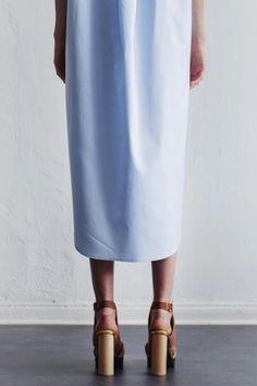 blue midi shirtdress & tan platform sandals #style #fashion