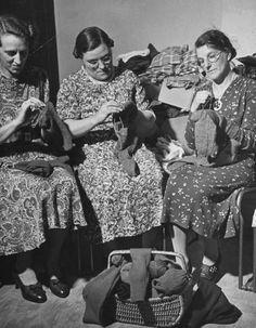 British Women In Wartime British women knitting during WWII Location:United Kingdom Date taken:1939 Photographer:William Vandivert