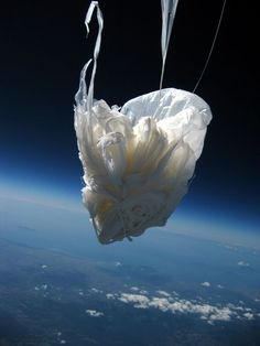 stormgasm: Interesting photo as a weather balloon makes its way back down to Italy. Weather Balloon, Mysteries Of The World, Balloon Flights, Space Photography, Life After Death, Call Art, Image Shows, Cool Photos, Balloons