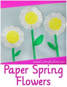Sweet and simple spring flower craft for toddlers or preschoolers.  Also great for a Mothers Day card!