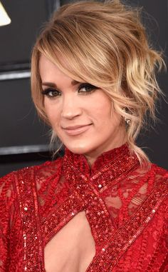 Carrie Underwood from Best Beauty Looks at the 2017 Grammys The singer absolutely killed the nude lip game with her glossed-up take. Carrie Underwood Feet, Carrie Underwood Pictures, American Singers, American Actress, Jennifer Love, Nude Lip, Country Girls, Country Music, Woman Crush