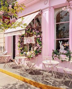 We adore this darling pink cafe welcoming the arrival of Easter week! Wishing each of you a lovely day and a moment to e Cake Shop Design, Coffee Shop Design, Bakery Design, Store Design, Bakery Decor, Cafe Interior Design, Cafe Design, Cafetaria Vintage, Image Pastel