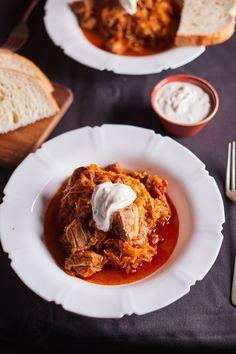 Így készül a tökéletes székelykáposzta | Street Kitchen Hungarian Recipes, Hungarian Food, Sweet Life, Clean Eating, Good Food, Food And Drink, Cooking Recipes, Ethnic Recipes, Kitchen