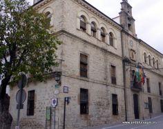 """#Jaén - #Villacarrillo - Ayuntamiento - 38° 6' 53.8"""" -3° 5' 13.87"""" / 38.114944, -3.087186  Villacarrillo es un municipio situado en la parte oriental de la comarca de La Loma y Las Villas."""