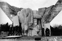 Najnovšie obrázky - Prípravy na demolíciu súsošia na Gottwaldovom námestí - Pohľady na Bratislavu Bratislava, Socialism, Mount Rushmore, Nostalgia, Memories, Mountains, History, Nature, Travel