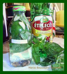 Marcsi Boszorkány Konyhája: Bazsalikomos olaj és ecet Pickles, Cucumber, Food, Essen, Meals, Pickle, Yemek, Zucchini, Eten