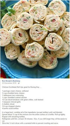 These Chicken Enchilada Roll Ups are a great appetizer for parties! Easy to make ahead and easy to serve. the-girl-who-ate-. Appetizer Dips, Appetizers For Party, Appetizer Recipes, Snack Recipes, Cooking Recipes, Shower Appetizers, Tortilla Pinwheels, Roll Ups Tortilla, Tortilla Roll Ups Appetizers