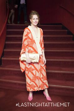 Bold orange print dress w/kimono sleeves and hot pink shoes.  Who says you can't do pink and orange???