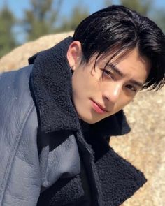 Viu no explorer? Siga: ❤ Dê um like para ajudar💗🍍 Asian Celebrities, Asian Actors, Korean Actors, Darren Wang, Rauch Fotografie, Meteor Garden 2018, Sun Loving Plants, Falling Down, Asian Boys