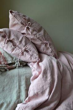 Rosenquarz Rustikal Rough Heavy Weight Linen Kissenbezüge, Satz Standard-, K… Rose Quartz Rustic Heavy Weight Linen Pillowcases, Set of Standard, King and Euro Sizes – # Euro sizes # Pillowcases Rustic Pillows, Cute Pillows, Linen Duvet, Linen Pillows, Bed Linens, Linen Fabric, Cushions, Best Pillow, Perfect Pillow