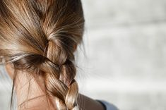 hair with indifferent color (each hair string has its own color), glossy highlights