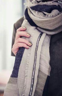 Butiksofie Fashion Mode, Fashion Beauty, Fashion Outfits, Taupe, Beige, Dark Winter, Soft Summer, Beauty Make Up, Scarf Styles