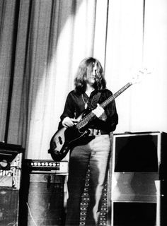 Love the sound of John Paul Jones -- Led Zeppelin. Brilliant Musician and creative bass player. Reggae Music, Rock Music, Great Bands, Cool Bands, John Paul Jones, John Bonham, Jimmy Page, Led Zeppelin, Hard Rock