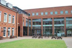 BRITISH SUMMER - Curso de inglés en Berkhamstead, Reino Unido    La Berkhamstead School es una de las escuelas privadas de más prestigio de la Gran Bretaña, con más de 470 años de historia y tradición, a tan sólo media hora del centro de Londres y muy cercana a la ciudad universitaria de Oxford.    #WeLoveBS #inglés #idiomas #Berkhamsted #ReinoUnido #RegneUnit #UK  #Inglaterra #Anglaterra