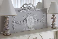 Fronton en bois patiné gris clair et blanc décoration de charme ornement…