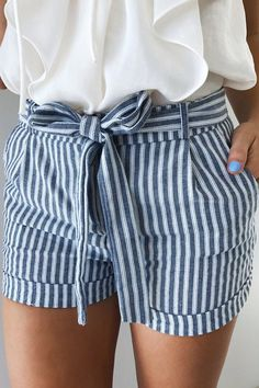 striped shorts ideen for teens frauen shorts outfits Looks Style, Style Me, Trendy Style, Spring Summer Fashion, Spring Outfits, Spring Shorts, Ootd Spring, Summer Fashion Outfits, Summer Outfits Women