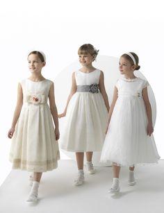 Foto 9 de 23 Modelos Simoneta, Soledad y Soraya. Vestidos para niñas colección First Rosa Clara 2014.   HISPABODAS