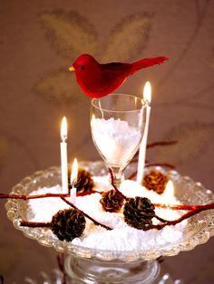 Bruk det du har, noe gammelt og noe nytt. En juledekorasjon kan være superenkel og likevel svært dekorativ. Birthday Candles, Glass, Drinkware, Corning Glass, Yuri, Glas