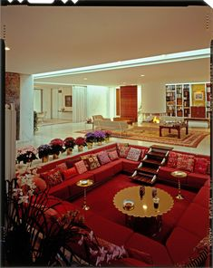 Bring back the Conversation Pit. Miller House, Columbus, Indiana, View of central living area with cold-weather upholstery designed by Alexander Girard. Photo by Balthazar Korab Miller House, Dream Home Design, My Dream Home, House Design, Living Room Upholstery, Upholstery Trim, Upholstery Nails, Upholstery Cleaning, Upholstery Cushions