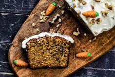Saftiger Rüblikuchen mit Frischkäsetopping New York Essen, Carrot Cakes, Butcher Block Cutting Board, Carrots, Grilling, Cupcakes, Desserts, Food, Cake Land