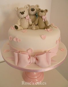 Three teddy bears cake