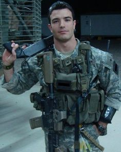 Navy seal America special forces war hero/nothing like a sexy man in uniform. Sexy Military Men, 75th Ranger Regiment, Hot Cops, Men In Uniform, God Bless America, Special Forces, Attractive Men, Us Army, Army Guys