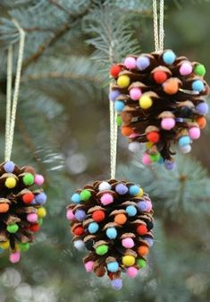 32 DIY Christmas Ornaments That Are Worlds More Special Than Store-Bought - First for Women While you're whipping up some DIY Christmas decorations, don't forget the tree! These holiday crafts will take your spruce from stale to stunning. Kids Crafts, Christmas Crafts For Kids, Christmas Activities, Diy Christmas Ornaments, Homemade Christmas, Christmas Projects, Simple Christmas, Holiday Crafts, Christmas Gifts