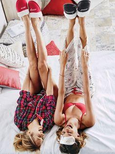 Самая позитивная модель Бехати Принслу (Behati Prinsloo) в каталоге Victoria 's Secret (январь 2016)