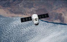 Sonda SpaceX Dragon przybywa do Międzynarodowej Stacji Kosmicznej 17 kwietnia br. Trzy dni wcześniej opuścił kosmodrom Cape Canaveral Air Station na Florydzie. Na swoim pokładzie transportuje 2 tony materiałów naukowych, sprzętu i żywności dla Ekspedycji 43.