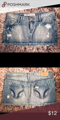 Hollister Denim Mini Skirt Size 3 Flirty mini denim Hollister skirt, gently worn. Size 3. Skirt length is 10 inches. Hollister Skirts
