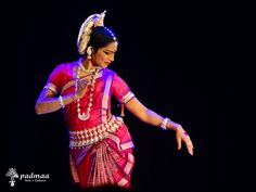 Guru Sujata Mohapatra.  International Odissi Dance Festival – 2014 no Rabindra Mandap Auditoriun Foto: Chloé Romero www.padmaa.com.br