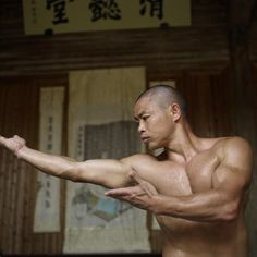 3 Techniques To Train Like A Shaolin Monk Tai Chi Qigong, Chinese Martial Arts, Zen Master, Hand To Hand Combat, Martial Artists, Art Poses, Action Poses, Aikido, Muay Thai